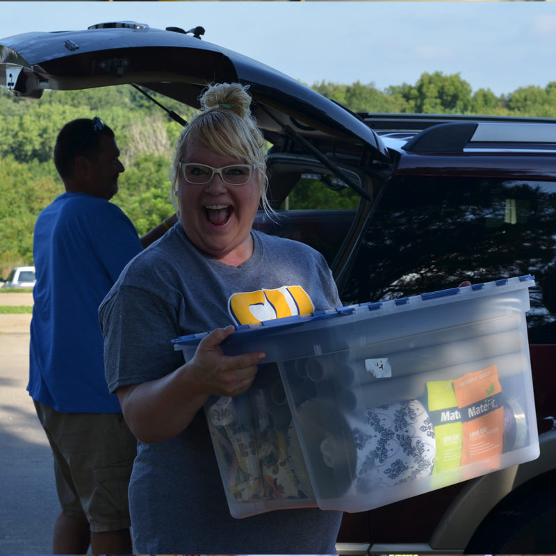 Hannah helping new students move in
