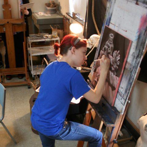 Hannah Goldsmith draws a still life